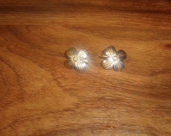 vintage clip on earrings silvertone goldtone flower
