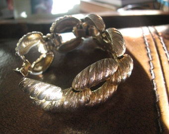 1970s Act II signed  chunky textured big links bracelet - gold. Perfect.