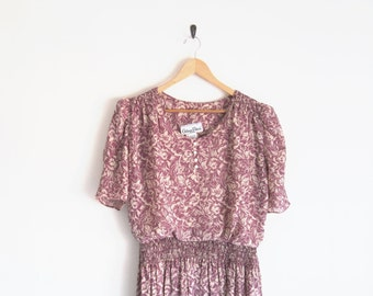 Vintage 1970s Dress. Soft Purple Floral Print Dress. Romantic Twee Sheer Dress. Ruching Front Tuck Dress with Gathered Skirt. Flouncy Dress.