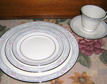 Vintage, Lenox, Porcelain China, 5 Piece Place Setting, Charleston Pattern, Circa 1980's