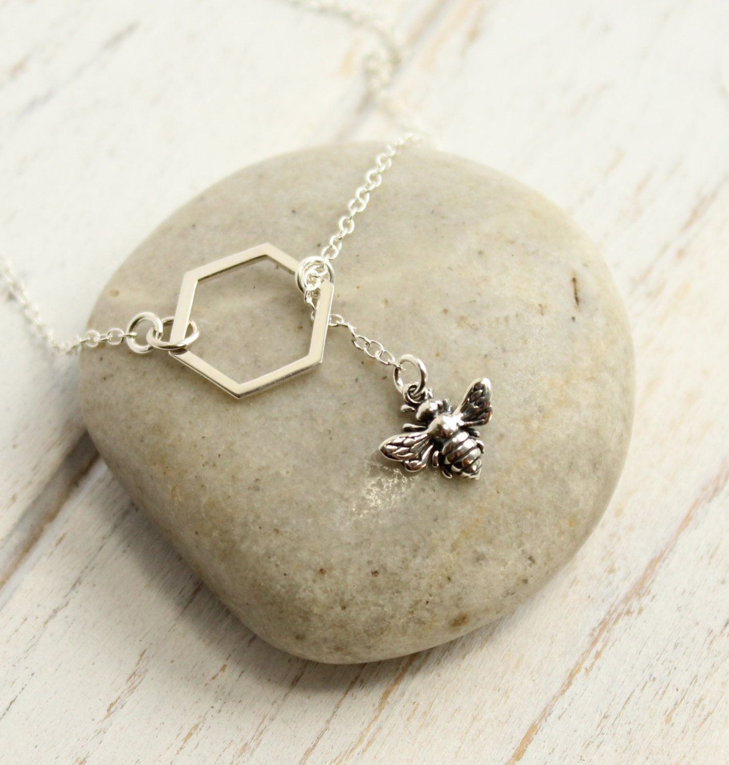 sterling silver bee and honeycomb lariat necklace. Black Bedroom Furniture Sets. Home Design Ideas