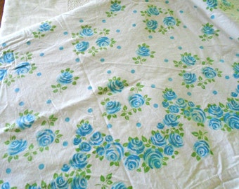 Vintage Cotton Blue Rose Twin Flat Sheet / Like New / Cannon Monticello / Muslin / Rose Garland / Blue Rose Bedding / Cottage /Shabby Chic