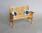 1/6 scale Bench / Wood Golden oak with 2 cushions for Fashion dolls (Blythe, Barbie, BJD, Pullip, Obitsu, Momoko).