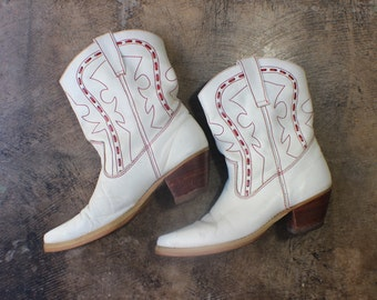 8 D White Short Cowboy Boots / Fancy Western Leather Boots / Vintage Women's Size 9 1/2 Shoes