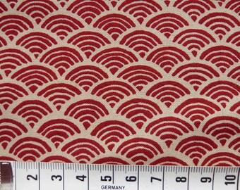 Motif seigaiha rouge sur fond beige – 50 cm