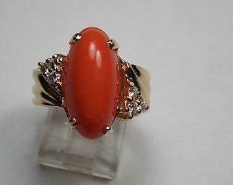 Coral and Diamond Ring 8.30Ctw Yellow Gold 14K 9.9gm 1980s Era