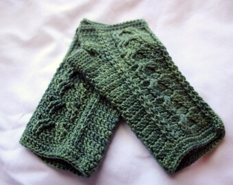 Crochet Green Cable Mitts (Adult S-M)