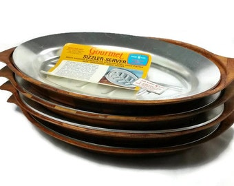 """Vintage Nordic Ware 20520 Anodized Aluminum 13"""" Sizzler-Server Platters w/ BRAIDWOOD TEAK Holders / Never Used - Free Shipping"""