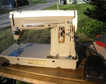 great shape clean vintage 50s 60s industrial heavy duty SINGER 404 SEWING MACHINE with  instruction booklet