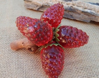 Vintage Lucite Raspberry Cluster on Driftwood  ~  Vintage Resin Raspberry Cluster on Driftwood