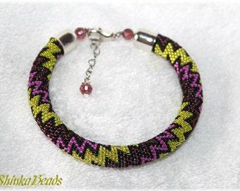 Colorful zigzags seed bead bracelet elegant accessory handmade geometric pattern