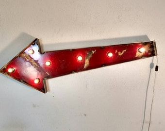 Light up sign - marquee Arrow - vintage decor