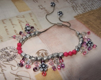 Adjustable beaded floral charm bracelet