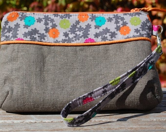 Curvy Clutch, Wristlet, Gray with Gray Floral