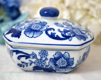 Blue and White Large Porcelain Trinket Box, Ceramic Jewelry Covered Tray, ca. unknown
