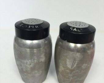 salt and pepper shaker, tin salt and pepper shakers