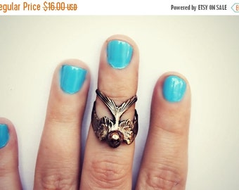 FALL SALE antique brass bird knuckle ring, midi ring, bird ring, bronze knuckle ring, unique ring