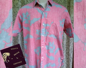 Vintage REYN SPOONER Mens Hawaiian Shirt - Salmon Pink with Grey Blue Florals - Cotton Short Sleeve Collared Buttondown Top - Mens Large XL