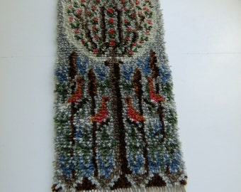 Vintage Swedish Hand made rug tapestry in wool - tree and birds - Fantastic pattern