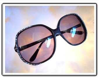 Retro Huge SunGlasses - Black Lucite Glasses with Rhinestone Frame - Made in Hong Kong - Mod 1970's - 1980's Era  - Eye-3310e-090814015