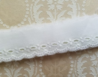 "Pretty Antique White Eyelet Lace Trim | 1"" Wide 
