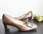 Vintage 70s brown shoes/ New Old Stock size 8 pumps/ Voodoo brown calf retro dress shoes Air Step/ new in original box/ NOS/ office shoes