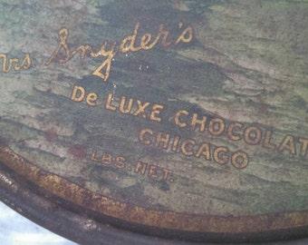 Vintage chocolate tin , Mrs Snyder's De Luxe Chocolates Chicago , collectible tin