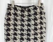 vintage ST JOHN giant houndstooth B&W wool boucle pencil skirt/ St John size 4= 8-10US woman