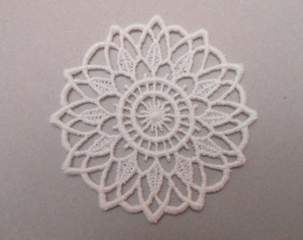 Rosette in guipure of white colour for your creations