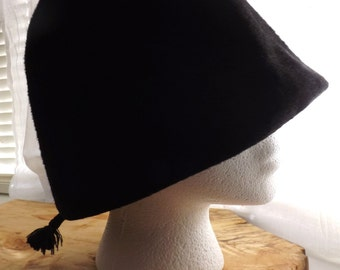 Vintage Norman Durand Original Black Cloche Hat,Black Felter Fur, with Black Cross Hatch,Tassel End,Body Made in Italy for Crevi