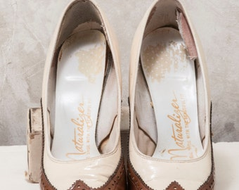 womens 1970s Naturalizer cream and brown wingtip pump. size 5.5.