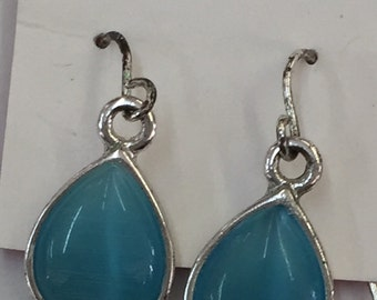 Blue teardrop earings
