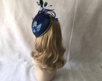 Dark Blue Fascinator, Deep Blue Fascinator Hat, Sapphire blue hatinator, Navy Feathered Headpiece, Bridal Mini Hat,  British High Tea Hat