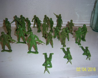 "1970's Lot of 26 Vintage Oive Green Toy Figural Army Men 2 "" Tall"