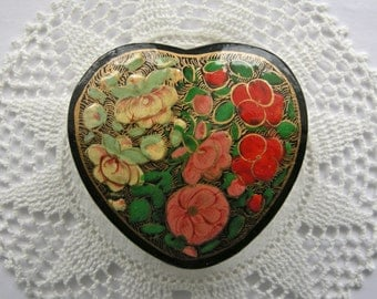 KASHMIR INDIA vintage Floral Heart Lacquered Gift Box Artisan hand crafted with Original Card
