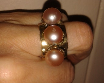 Hammered 3 pearl golden bronze wide ring (size 6, 5)