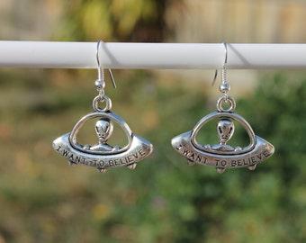 """Alien in a UFO """"I Want To Believe"""" silver earrings"""