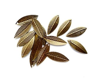 20 Antique Bronze Leaf Charms - 21-49-5