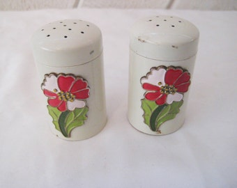 Vintage salt and pepper shakers, ivory, red flowers, metal lids, 70s 80s, collectible S & P