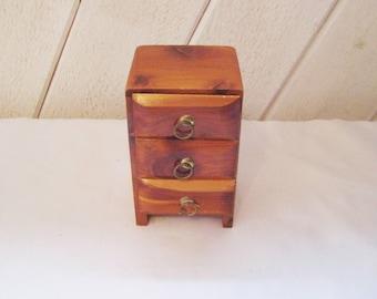 Cedar dresser jewelry box, keepsake box, miniature cedar dresser, collectible souvenir of Kentucky, mid century retro