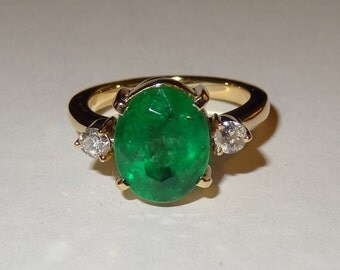 Vintage Solid 18k Yellow Gold Emerald and Diamond Ring