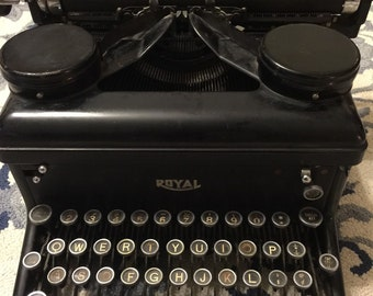 Vintange Royal Type Writer