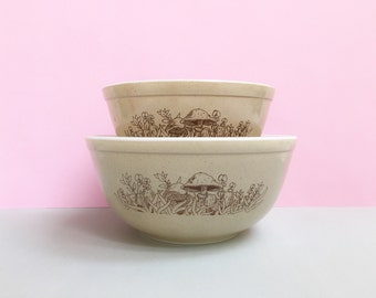 Pyrex 'Forest Fancies' #402 and #403 nesting bowls (c. 1981-86)