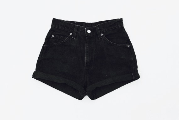 Find the latest and trendy styles of black denim shorts at ZAFUL. We are pleased you with the latest trends in high fashion black denim shorts.