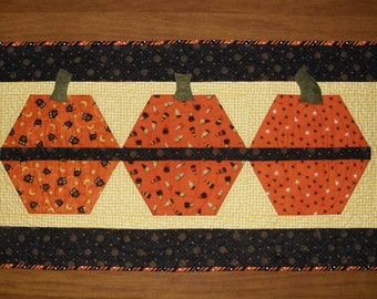 Halloween Quilted Table Runner, Fall Quilted Table Runner, Pumpkin Table Runner, Quiltsy Handmade,Halloween Decor, Orange Black Table Runner