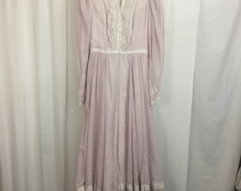 Vintage Women's Gunne Sax Dress By Jessica San Francisco Size 9 Long sleeve prairie dress Buttons and zipper Lace collar and yoke