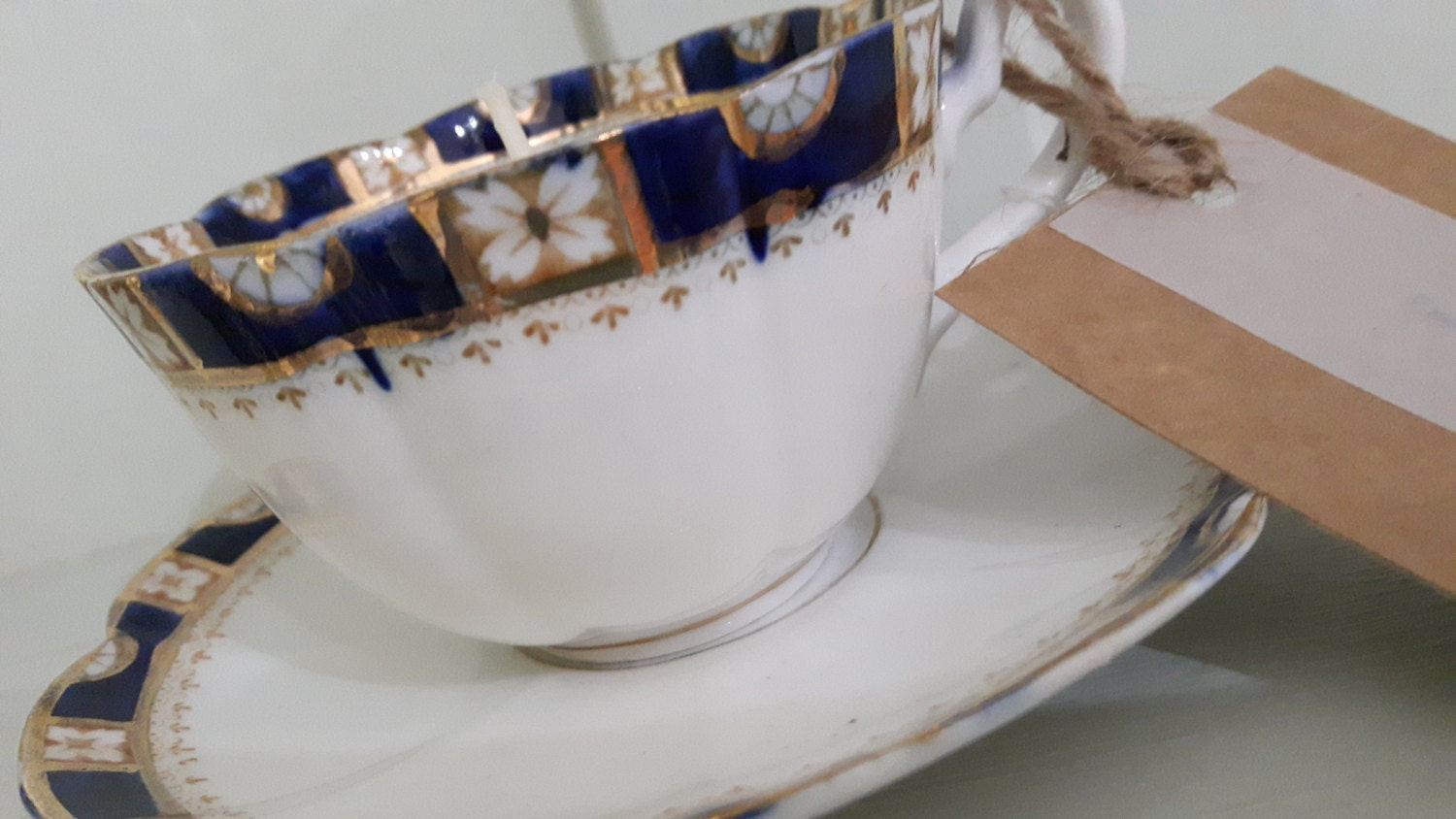 20 Hand poured scented soy wax vegan vintage tea cup candles.  Ideal wedding favours or decorations.  Scent of your choice