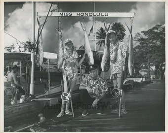 Miss Honolulu beauty queen fishing with fish catch vintage photo
