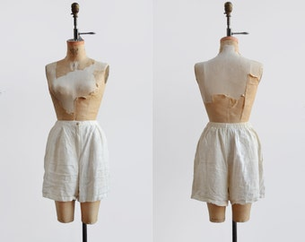 SALE Creme linen shorts / 1990s vintage high waisted shorts / cotton shorts