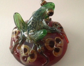 Green glass frog paperweight with flowers